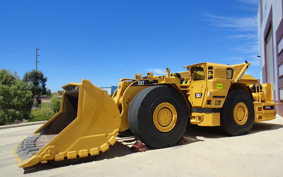 CAT R2900G available to hire or buy through Murray Engineering, for underground or open pit mining.